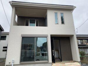 【埼玉県三郷市】Y様邸注文住宅新築工事は足場が外れ外観がわかるようになりました。