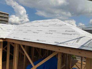 【埼玉県三郷市】S様邸注文住宅新築工事は屋根工事アスファルトルーフィング葺きを行いました。