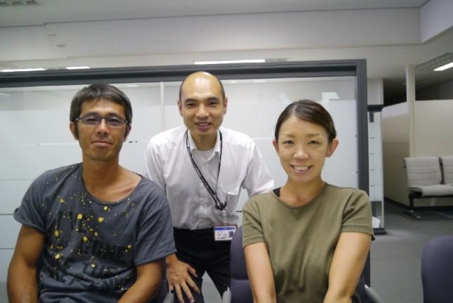 【お客様との記念撮影】センチュリー21松井産業吉川店 T様夫妻